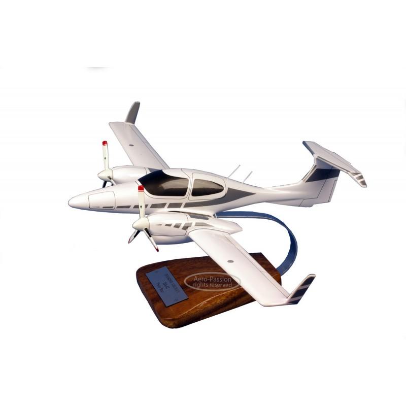 modelo de avião - Diamond 42 Twin Star modelo de avião - Diamond 42 Twin Star modelo de avião - Diamond 42 Twin Star