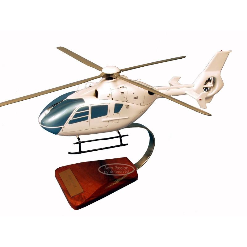 modelo de helicóptero - EC-135 modelo de helicóptero - EC-135modelo de helicóptero - EC-135