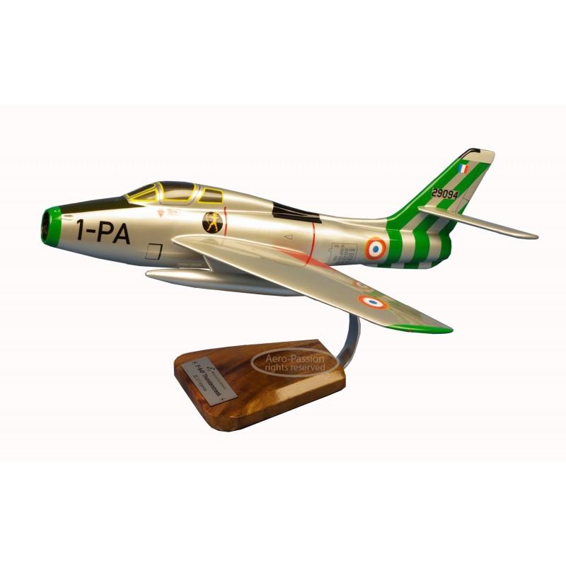 modelo de avião - F-84 Thunderstreak modelo de avião - F-84 Thunderstreakmodelo de avião - F-84 Thunderstreak