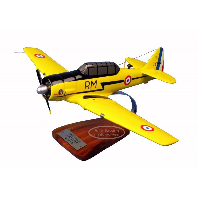 plane model - T-6G esc. 5/72 France plane model - T-6G esc. 5/72 France